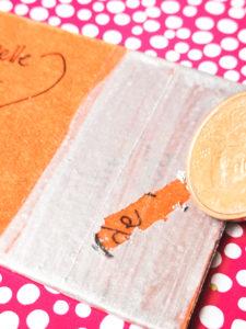 Une carte à gratter mystère sur votre paquet cadeau à Noël.