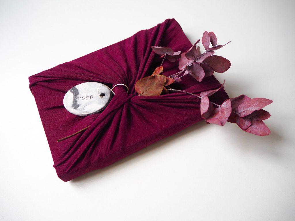 Les furoshiki sont de bonnes alternatives DIY aux emballages papier pour Noël