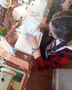 Chez les Mailletriochkas, les cous de coutures sont pour tous: enfants et adultes