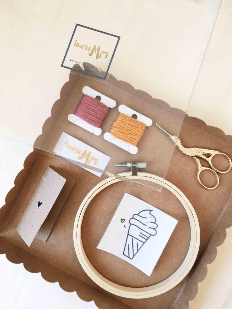 Les kits broderie que propose Laure dans sa boutique en ligne