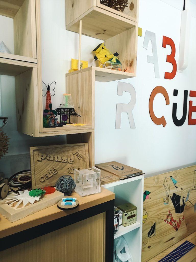 L'espace exposition et démonstration des travaux réalisables au Fablab le Fabriquet à Ramonville