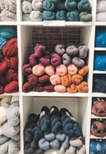 Retrouvez des magnifiques écheveaux chez Nuage de laine, à Toulouse