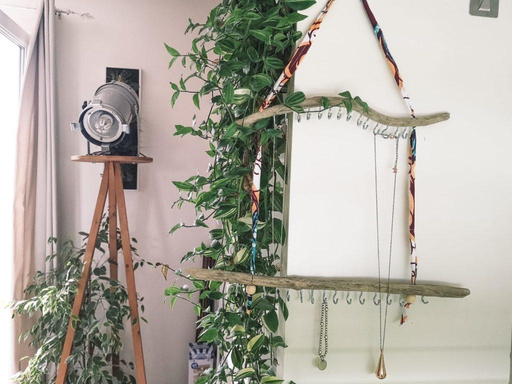 Un porte bijoux facile et efficace en DIY