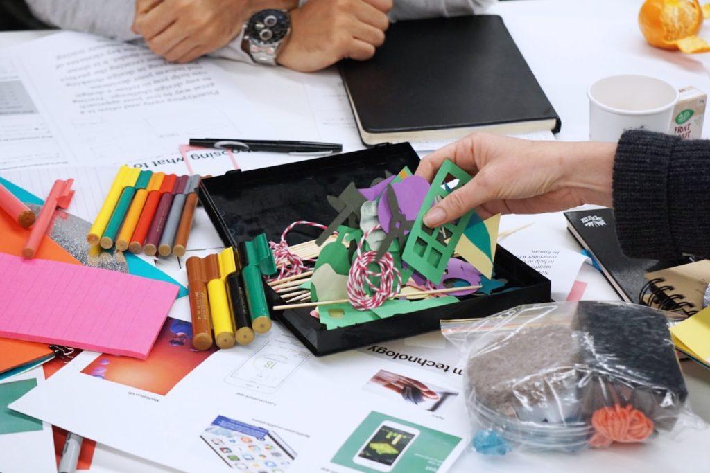Au boulot cocotte propose des ateliers créatifs aux entreprises : team building, animations,...