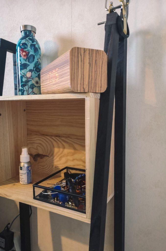La table de chevet faite maison vu de plus prêt