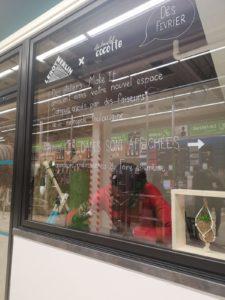 Décoration des vitres de l'espace Campus du Leroy Merlin Balma, où Au boulot cocotte y anime des ateliers Make it #toulousecreative