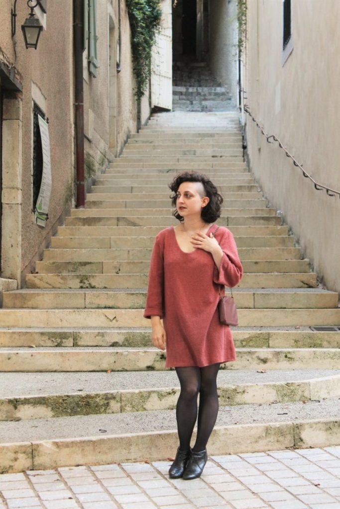 Julie, créatrice de la marque de patron Damn Good Caramel : accessoires en cuir et vêtements