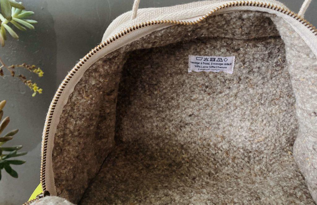 L'intérieur de Marguerite du Mouton Givré : feutre de laine et chanvre à l'extérieur