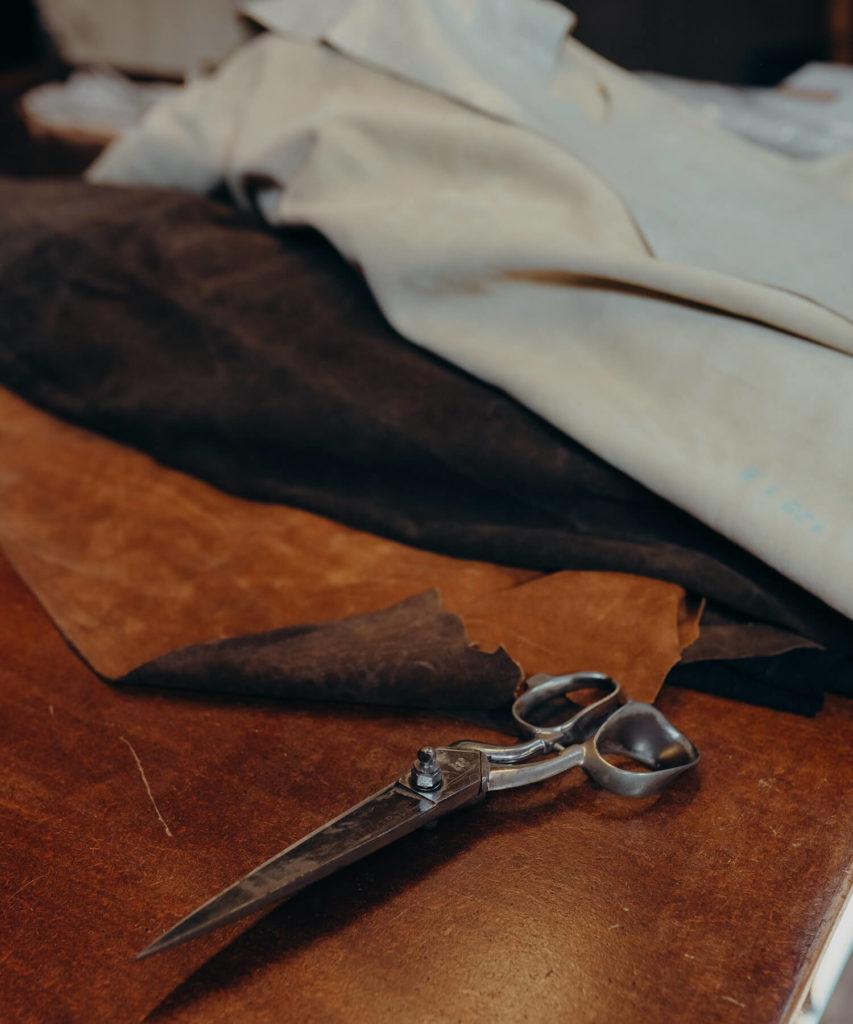 Graulhet, le cuir dans la peau. Ce sont les portes ouvertes organisées par l'Office du Tourisme Bastides et Vignobles de Gaillac pour découvrir et visiter les ateliers du cuir de la ville de Graulhet.