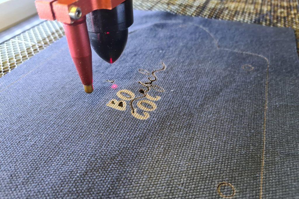Utilisation de la découpe laser pour l'impression et la découpe des éléments de la trousse