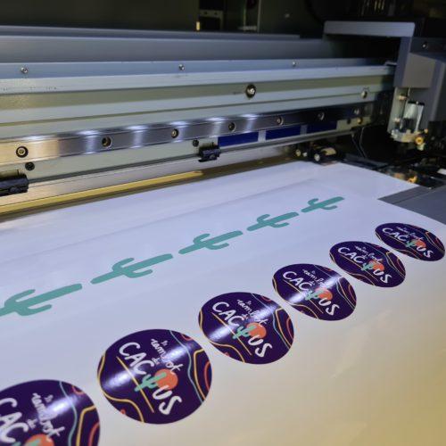 Une trentaine de stickers Rambot du Cactus imprimés et découpés en quelques minutes sur cette magnifique machine !