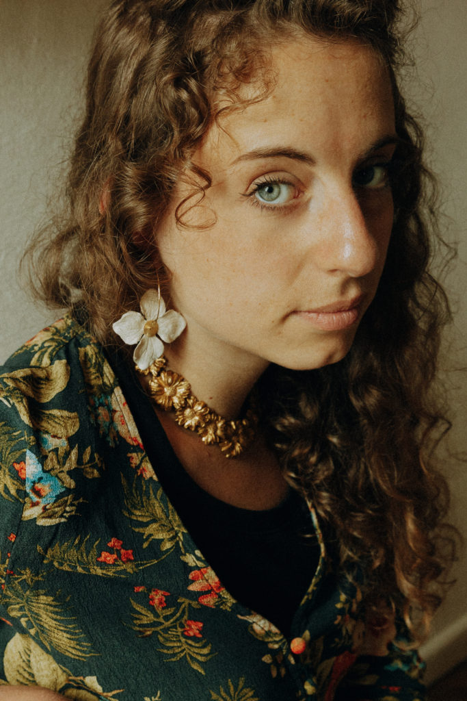 Portrait de Diane, artisane du papier