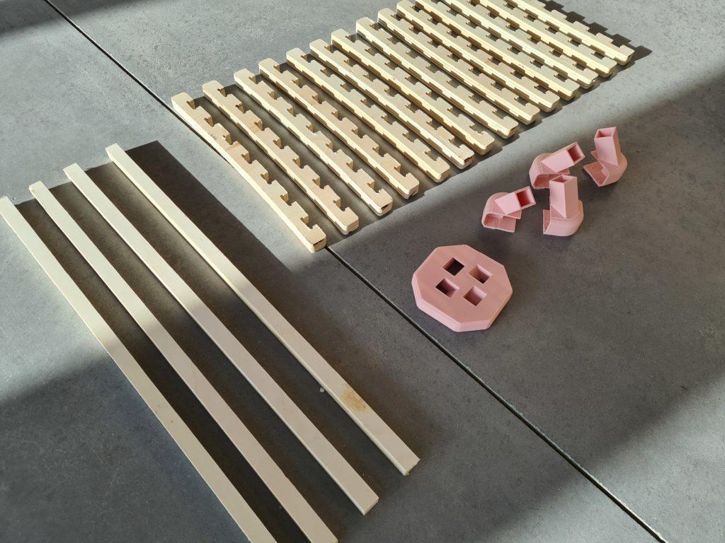 L'ensemble des pièces fraisées ou imprimées avant assemblage.