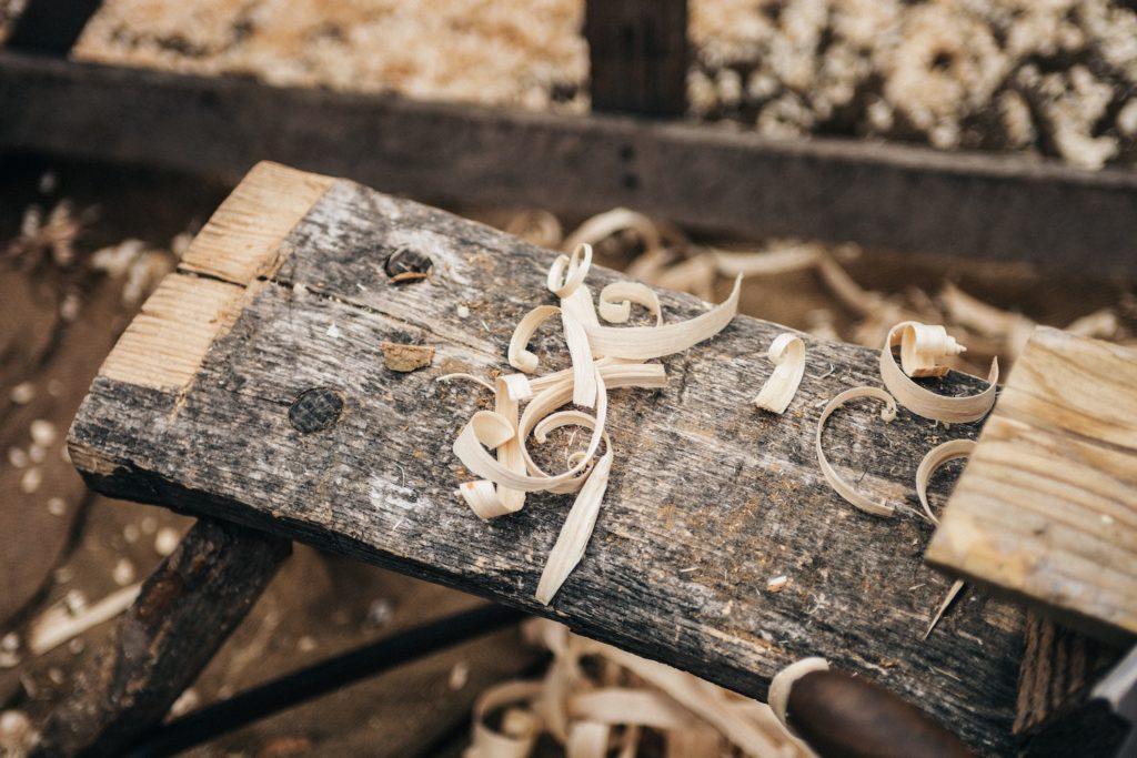Avoir des connaissances, même basiques, pour travailler le bois