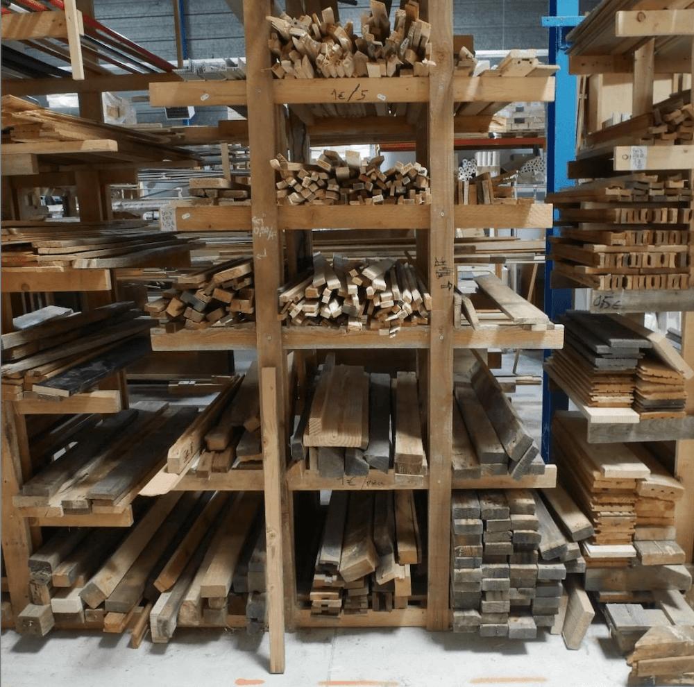 Recyclo'Bat est une entreprise locale qui revalorise les matériaux de grands chantiers et les met en vente à prix abordables.