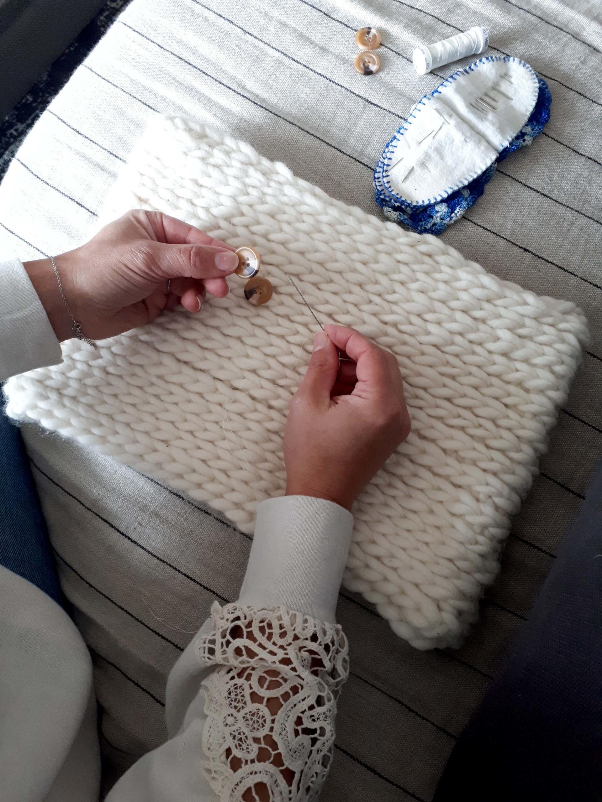 Housse de coussin couture boutons