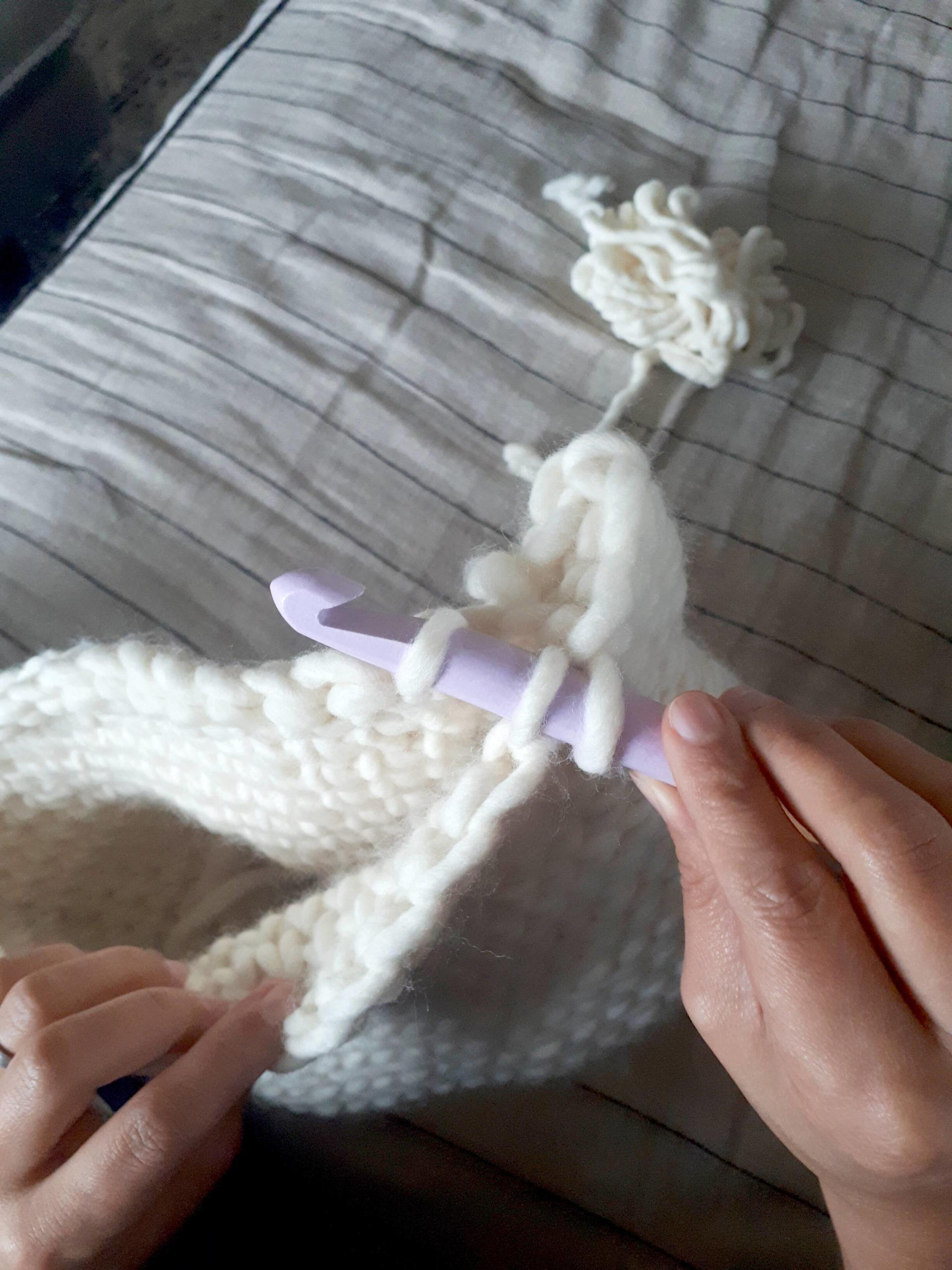 Fermeture haut coussin crochet