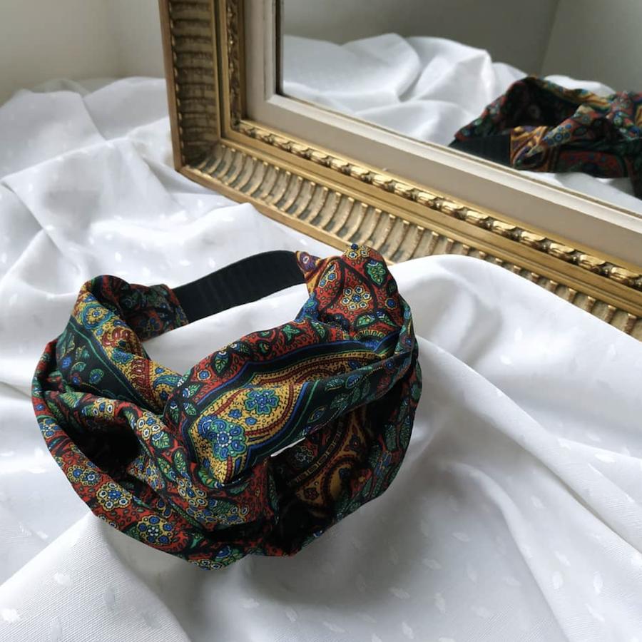 Alicia de Entrechat de l'aiguille réalise des accessoires à partir de matières premières recyclées.