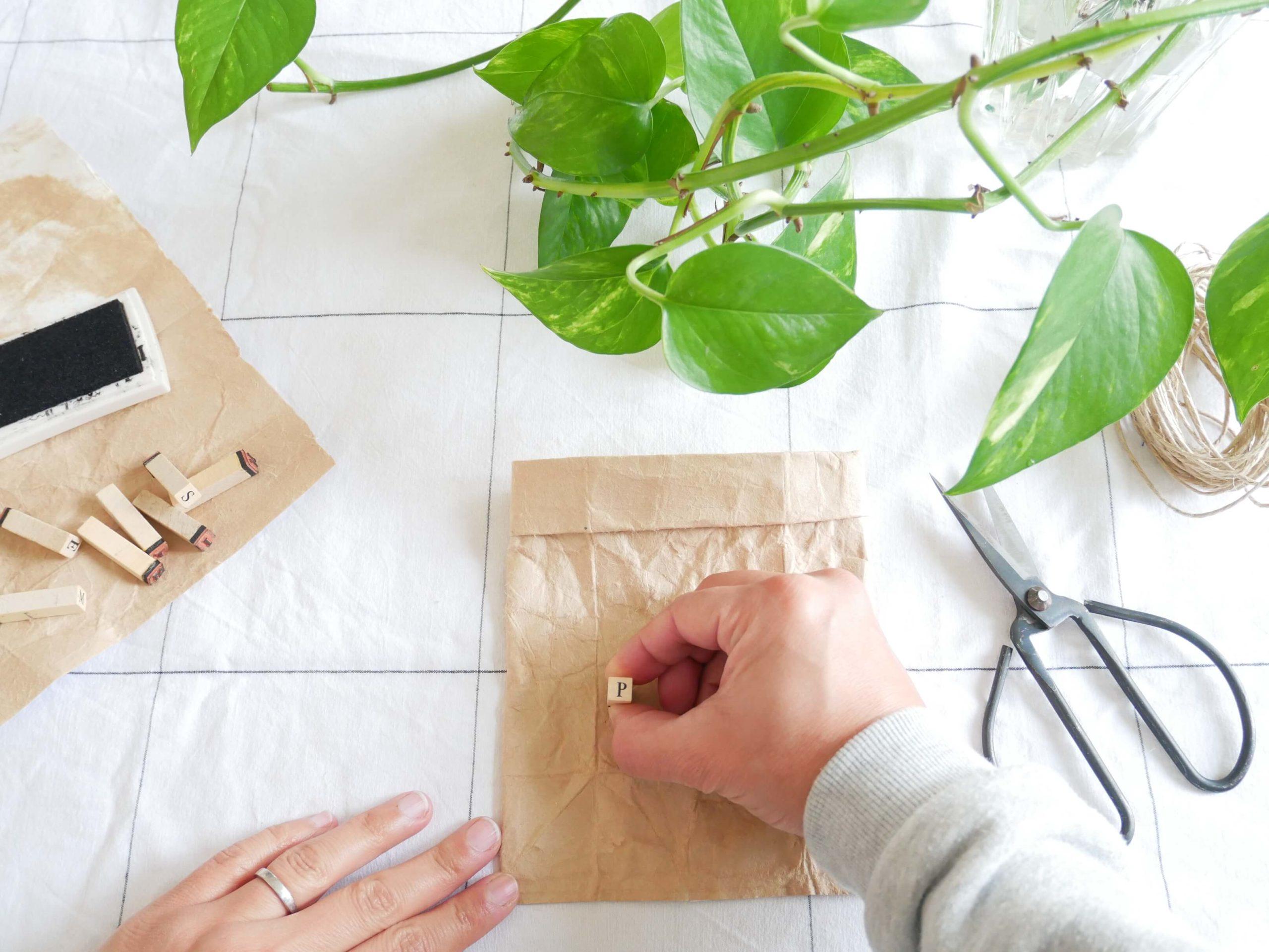 tutoriel-recyclage-vase-tampon1-lesateliersdangelique-auboulotcocotte