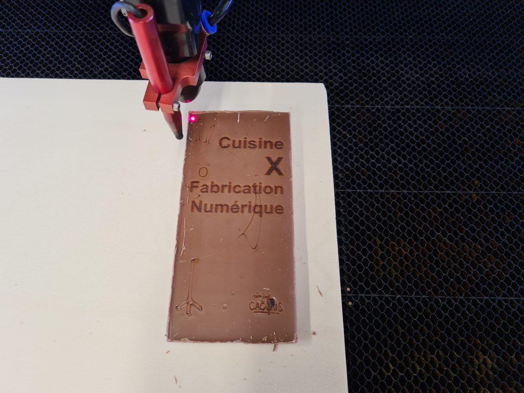 Gravé du chocolat à la découpe laser, c'est possible ! C'est simple et bon ? Non !